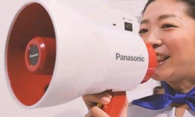 Megafono che traduce le parole in diverse lingue