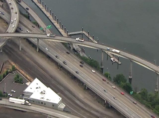 Traffic delays on I-205 as I-84/I-5 construction begins