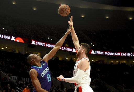 Hornets Trail Blazers Basketball_1547272565487