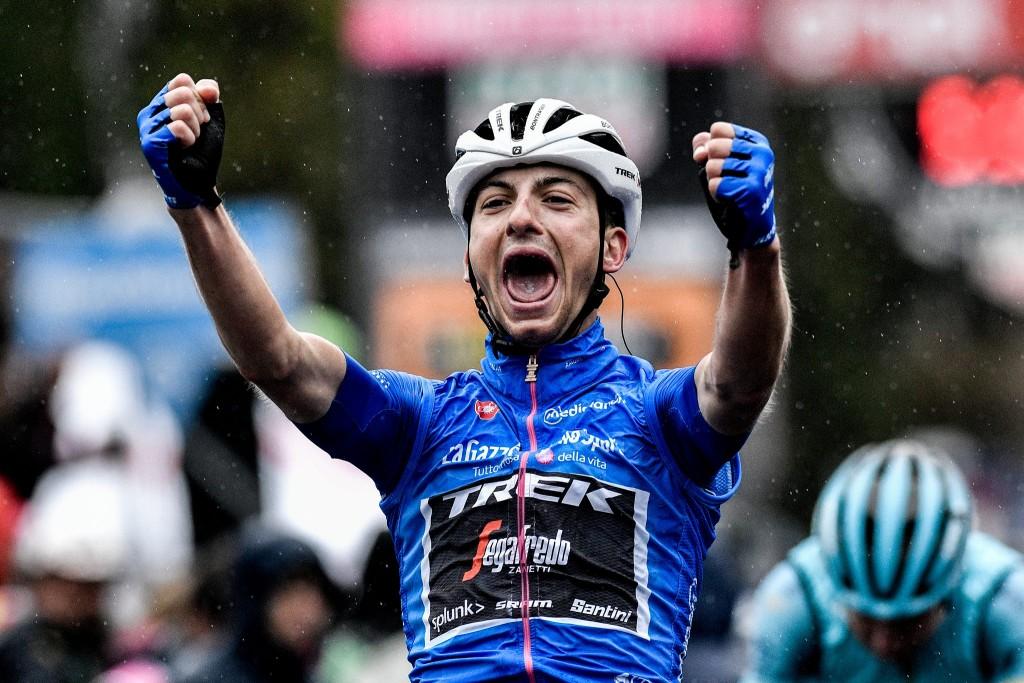 Giulio Ciccone festeggia la vittoria della tappa del Mortirolo.