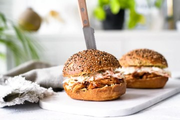 Hamburger met pulled chicken