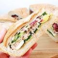 Italiaans picknickbrood met tonijn