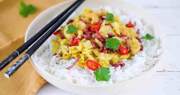 Curry met spitskool, spek & banaan