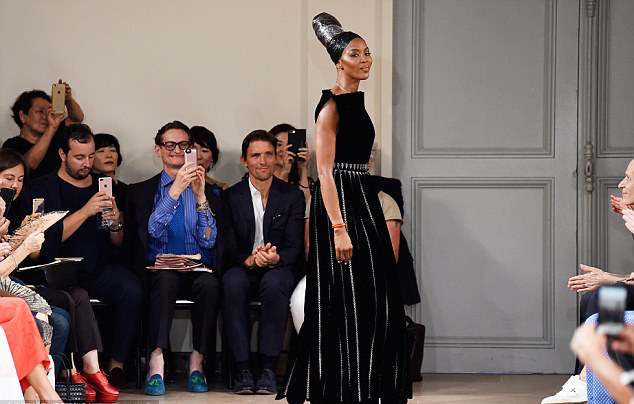 Queen Of The Catwalks: Supermodel Naomi Campbell Is Magnificent As She Walks For Azzedine Alaia's Couture Show 3
