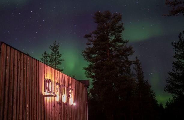 Kolektivet-sign with Northern lights