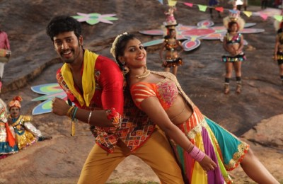 Maniyar Kudumbam Movie Stills (15)