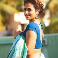 Ramya Pandian's hot saree photo shoot turns viral!