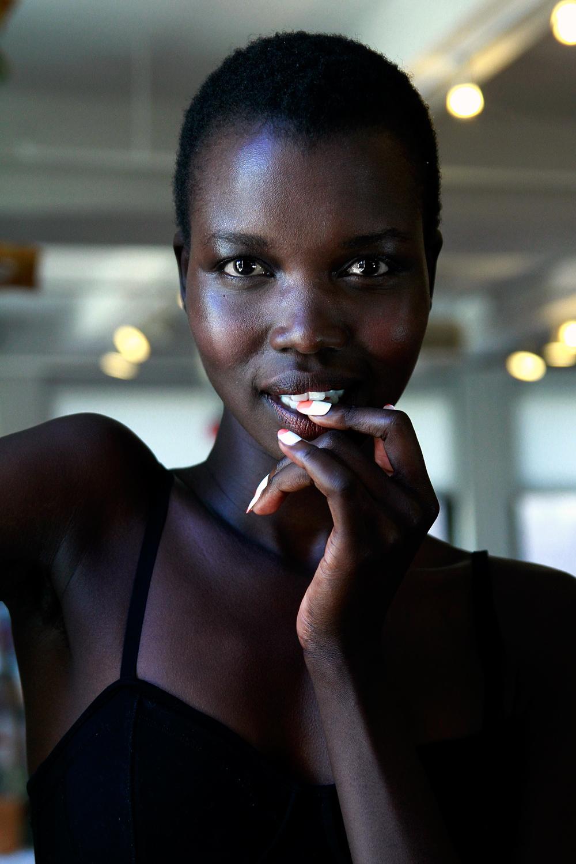 dark skinned african american woman01 kolumn