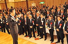 党岡山県本部の「新春のつどい」であいさつする山口代表=25日 岡山・倉敷市