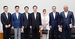 国連常駐代表一行を歓迎する山口代表ら=21日 衆院第2議員会館