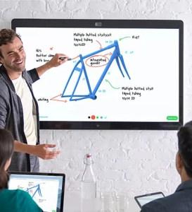Mehrere Personen arbeiten an einem Webex Board