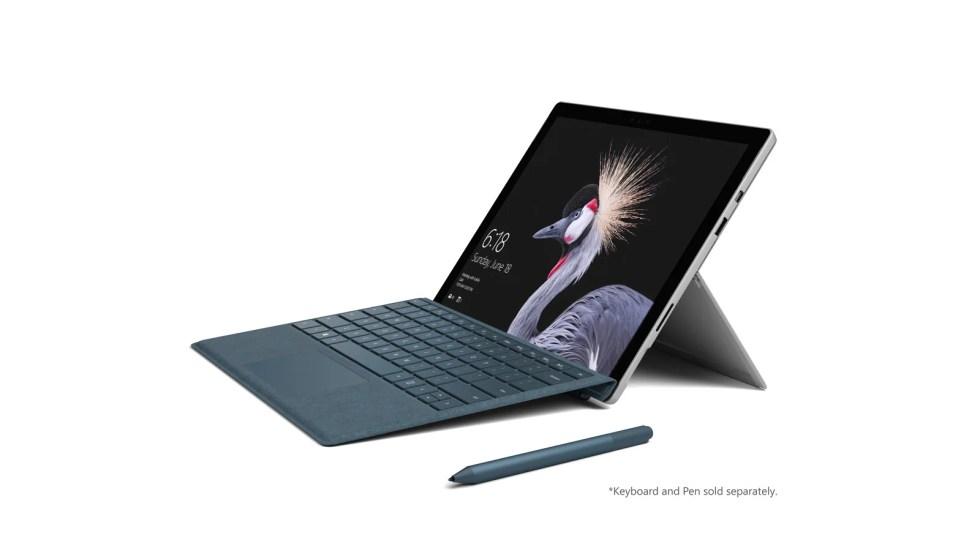 Microsoft Surface pro fra siden med tastatur og Surface-penn