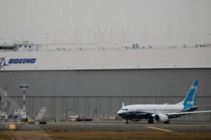 FAA局长史蒂夫·迪克森驾驶737 MAX 飞机进行评估飞行