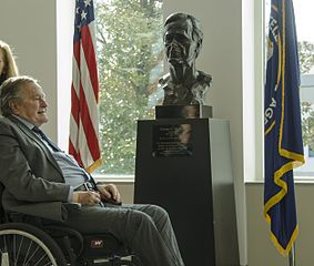 George H.W. Bush im CIA HQ - Bildquelle: Wikipedia / Central Intelligence Agency; Public Domain