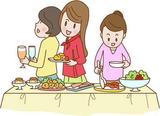 女性3人でビュッフェスタイルで食事を準備している