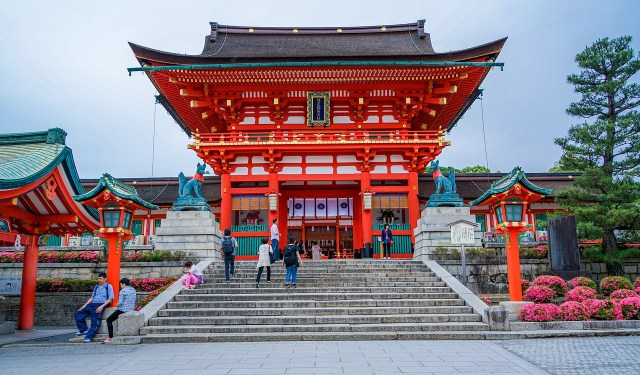 How to Rent a Kimono - Outside Fushimi Inari Taisha