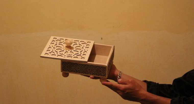 ديكوراة خشبية ، صندوق خشبي للحلويات.