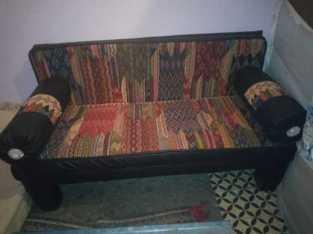 أريكة بالحنبل من الصوف