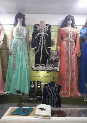 الملابس التقليدية و العصرية(جلابة،قفطان، تكشيطة….)
