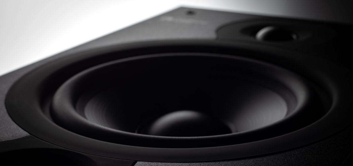 Jetzt im mattschwarzen Finish: Die Cambridge Audio SX Lautsprecher Serie