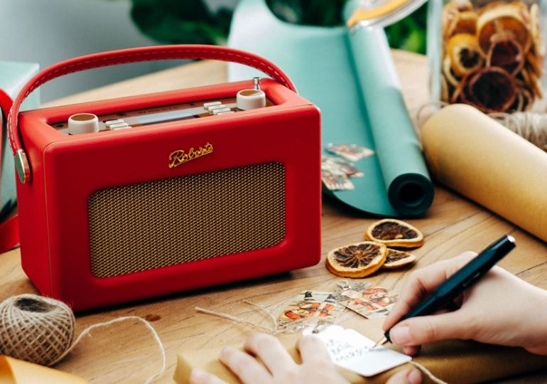 retro-Radios im Design der 1950er und 1970er Jahre von Roberts