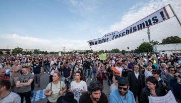 """Wie war das eigentlich gemeint mit """"Alle zusammen gegen den Faschismus!""""? Mehr Demo-Eindrücke in der Bilderstrecke."""