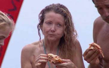 Isola dei Famosi, Angela Melillo infrange il regolamento: passa la lasagna ad Elisa Isoardi (VIDEO)