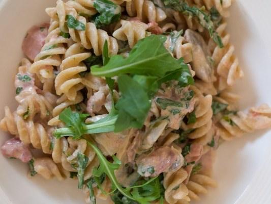 Fusilli met champignons en rauwe ham