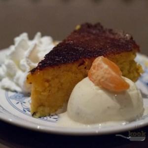 mandarijnentaart met vanille-ijs en slagroom