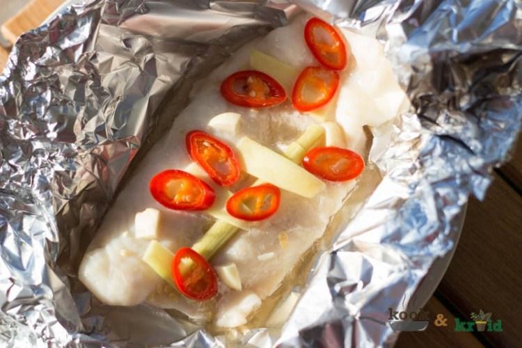 Gestoomde pangasiusfilet met rode peper, citroengras en gember