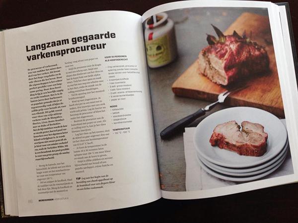 Recept voor langzaam gegaarde varkensprocureur uit het boek 'Hete kolen'.
