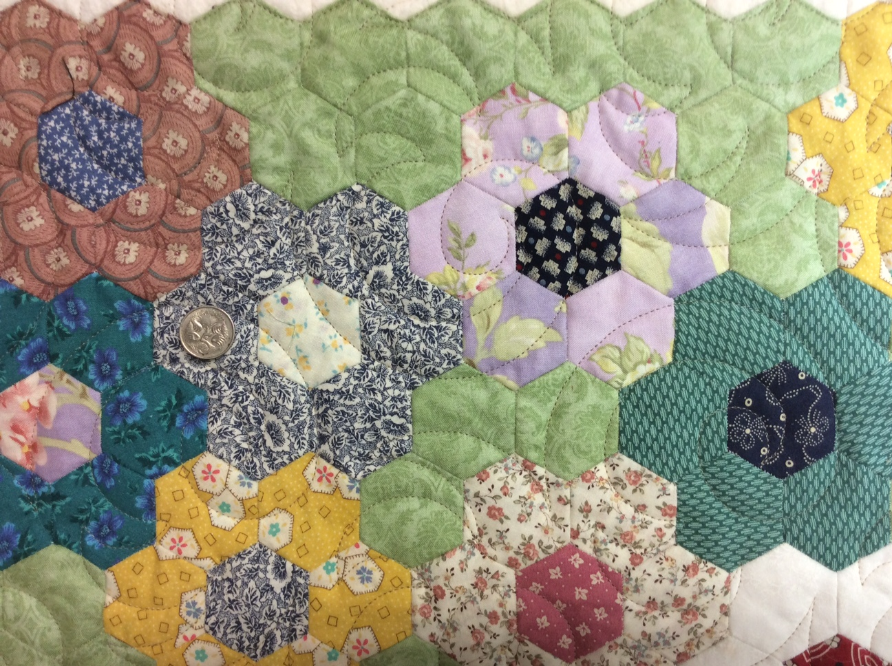 365 day quilt, hexagon quilt, Baptist fan, plush and loop-d-loop ... : how to quilt a hexagon quilt - Adamdwight.com