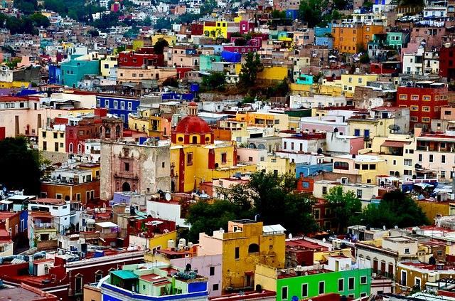 Meksika Denince: Hayaller ve Hayatlar