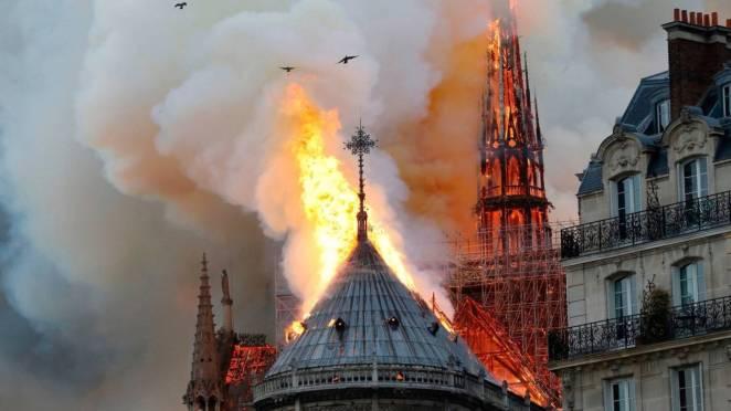 Hugo'nun ve Avrupa'nın İlham Kaynağı 'Notre-Dame Katedrali' Cayır Cayır Yandı