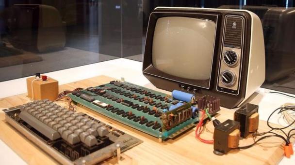 Apple'ın İlk Bilgisayarı 43 Yıl Sonra Rekor Fiyata Satıldı apple 1