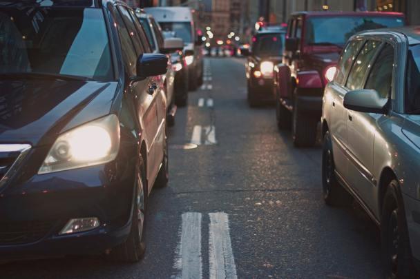 Bi' Korna İle Kilitli Trafiği Çözen Kahraman Şoförler
