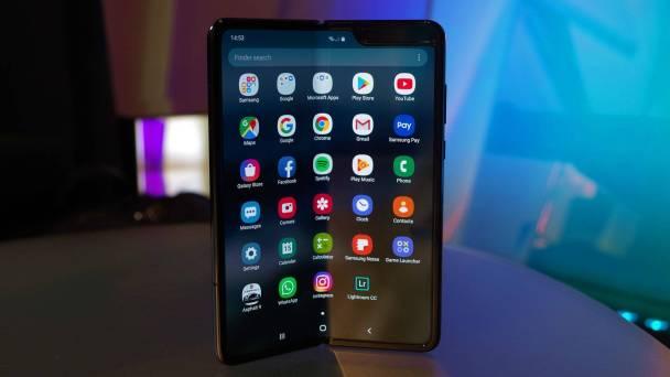 Samsung'un Piyasadan Çektiği Katlanabilir Telefonu Galaxy Fold Geri Dönüyor