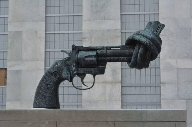 Devletler, İnsanların Kendilerine Zarar Vermelerini Engelleyecek Kanunlar Çıkartmalı Mı?