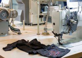 tekstil atölyesinde kot imalatı