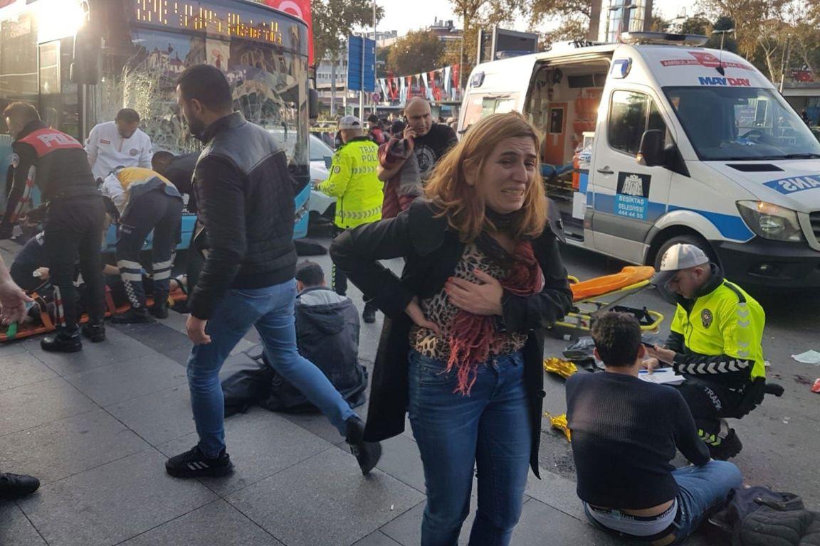 beşiktaş otobüs durağı ambulans insanlar