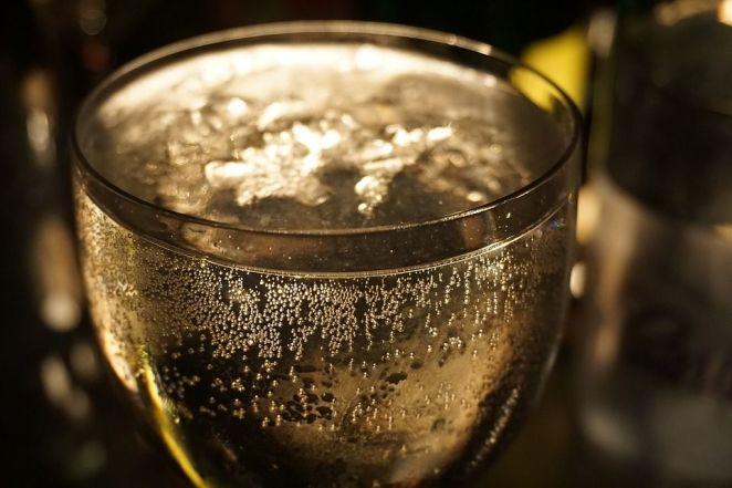 şampanya düşük kalorili alkollü içecek