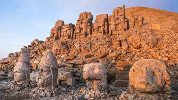 Nemrut Dağında Kibirden Yıkılmış Bir Saray