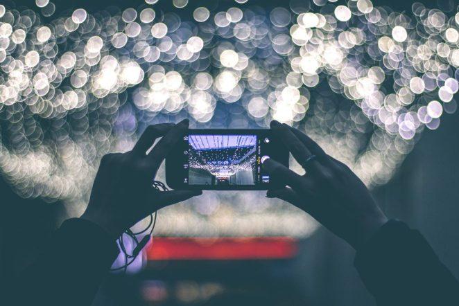 Teknoloji'nin Hayatımızdan Götürdükleri: Manzaraya Bakmak Yerine Fotoğrafını Çekmek