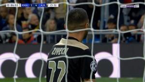 حكيم زياش يهدر فرصة هدف لا تصدق امام مرمي ريال مدريد