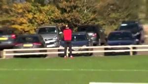 لاعب بالدرجة الرابعة بإنجلترا قام بتسديد كرة أثناء التمرين سقطت على سيارته وكسرت الزجاج الأمامي