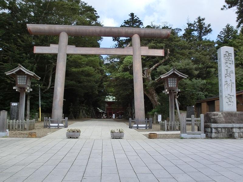 大鳥居(石造り)は3.11で倒壊したが、14年6月に4本の杉で再建された