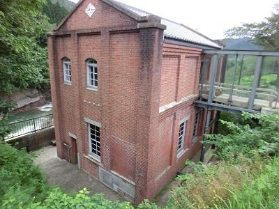 川沿いにある水力発電所の跡地が記念館にリフォームされていた