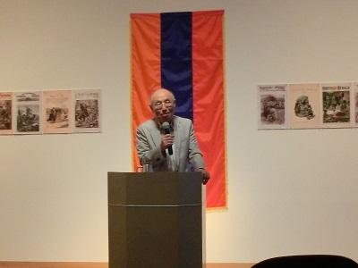 アルメニア事情を話す牧本次生氏