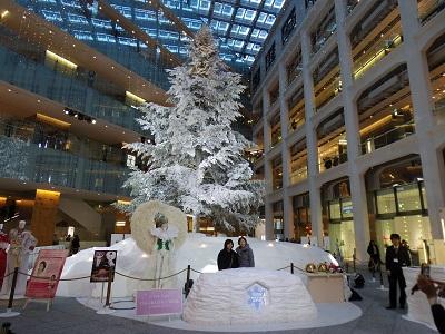 屋内最大級のクリスマスツリー(KITTE館1Fアトリウム)