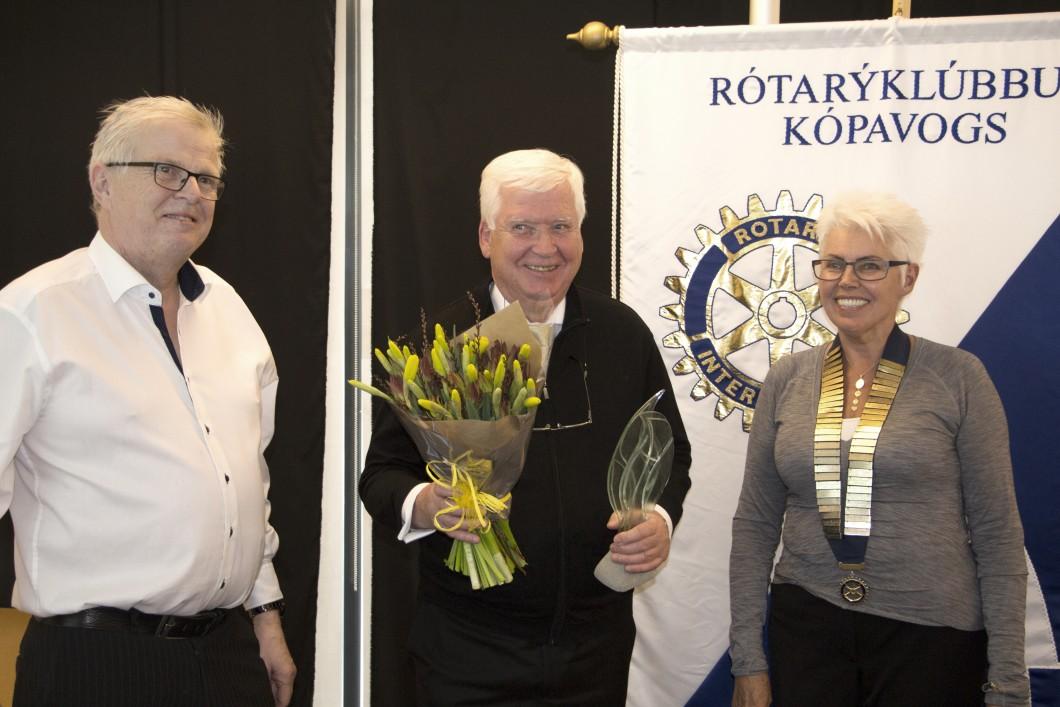 Sævar Þór Georsson, úr Rótarýklúbb Kópavogs, Þórður Guðmundsson, Eldhugi Kópavogs, og Bryndís Torfadóttir, formaður Rótarýklúbbs Kópavogs.